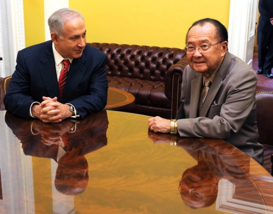 Sen. Daniel Inouye meets with Israeli Prime Minister Benjamin Netanyahu in Washington, D.C. in May 2009. (GPO)