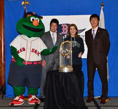U.S. Ambassador to Japan Caroline Kennedy with Boston Red Sox pitchers Koji Uehara (right) and Junichi Tazawa and the team's mascot.