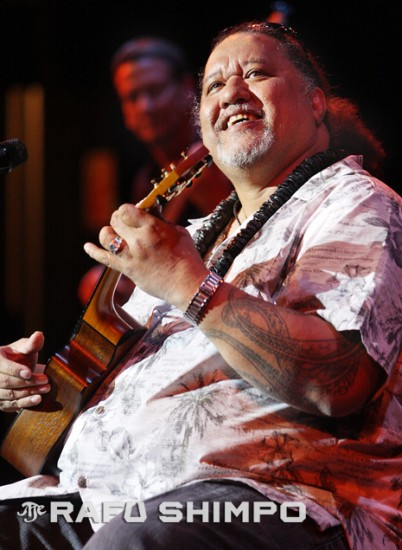 Willie K performs last March at the Aratani Theatre in Little Tokyo. (MARIO G. REYES/Rafu Shimpo)