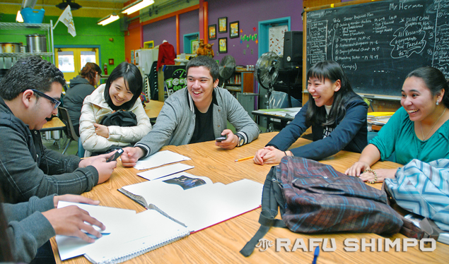Laughter is universal at Blair International Baccalaureate High School in Pasadena for (from left) Manual Flores, Mayuko Tanahashi, Cesar Quintana, Nagisa Wada and Maria Flores. (Photos by MIKEY HIRANO CULROSS/Rafu Shimpo)