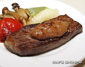 杉浦シェフが考案した味噌や日本酒を使ったソースを乗せた、いわて牛のステーキ