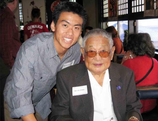 442nd veteran Art Iwasaki with the 2011 Iwasaki Scholar, Trenton Tanioka.