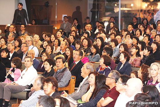 参加者全員が「故郷」を大合唱し、会場は一体感に包まれた