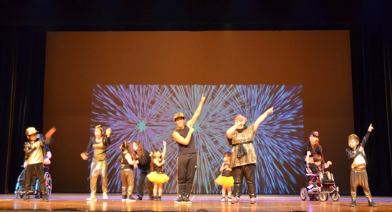 "Hip-hop dancers from ""Stars Shine Crew"" showed vibrant dance in front of 1,200 people. (Courtesy of JSPACC)"