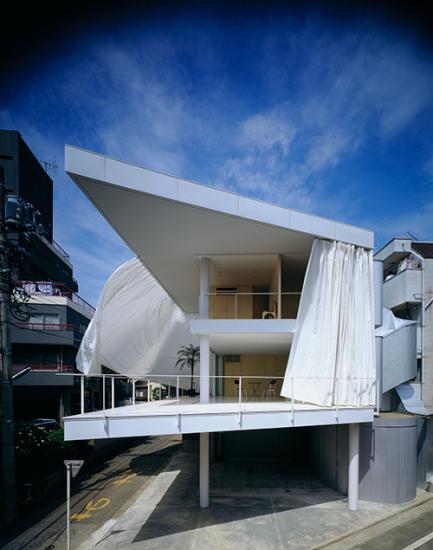Curtain Wall House, Tokyo, 1995 (Photo by Hiroyuki Hirai)