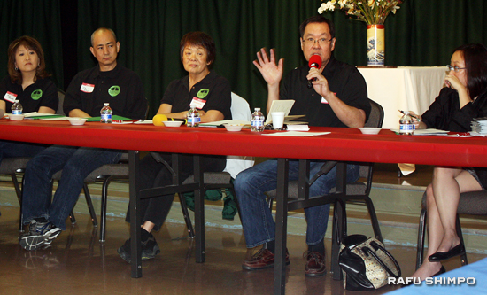 Bryan Takeda, president of Nikkei Federation, facilitates a discussion on community centers, during a meeting at the San Fernando Japanese American Community Center on Feb. 22. He is joined by (from left) Akiko Manaka, Chuck Itagaki, Genevieve Lew and Leslie Ito.