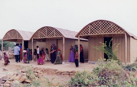 Paper Log House, Bhuj, India, 2001 (Photo by Kartikeya Shodhan)
