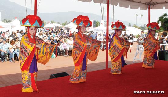 Ryukyu buyo (Okinawan classical dance) was part of the Japan Family Day entertainment.