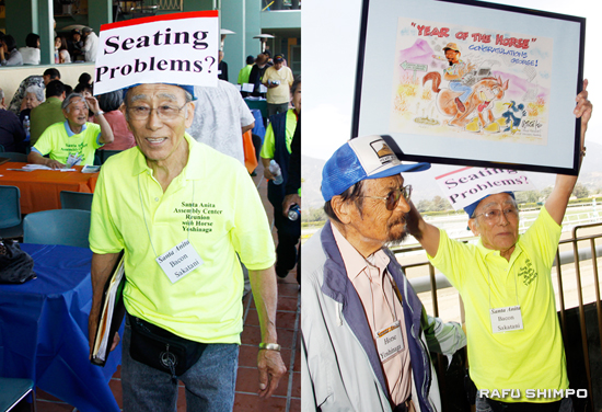 Event organizer Bacon Sakatani shows visitors to their seats and presents George Yoshinaga with a drawing by cartoonist Willie Ito. (MARIO G. REYES/Rafu Shimpo)