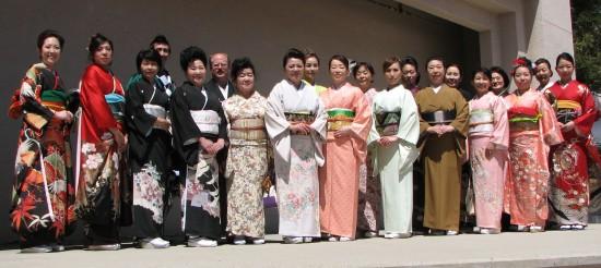 Participants in the kimono demonstration/fashion show at last year's Bunka-sai. (J.K. YAMAMOTO/Rafu Shimpo)