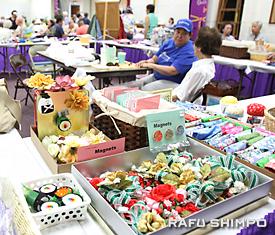 和風の手工芸品が多く販売された