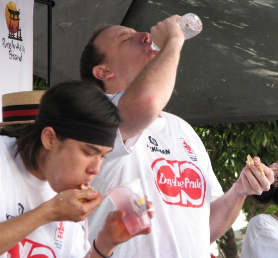 Matt Stonie (left) and Joe Chestnut were neck-and-neck during the gyoza-eating contest at last year's Nisei Week. Stonie beat Chestnut, the previous year's winner. (J.K. YAMAMOTO/Rafu Shimpo)