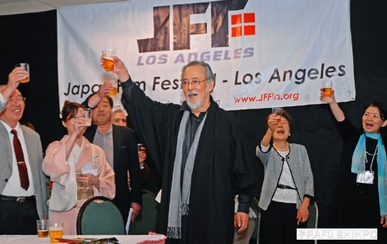 """Japanese screen legend Tatsuya Nakadai leads a toast to open the 2014 Japan Film Festival Los Angeles, during a reception held Friday in Gardena. The actor, whose career of more than 60 years includes roles in classics such as Akira Kurosawa's """"Ran"""" and """"Yojimbo,"""" is taking part in panels and discussions as part of the festival, which continues through Sunday. (Photo by MIKEY HIRANO CULROSS/Rafu Shimpo)"""