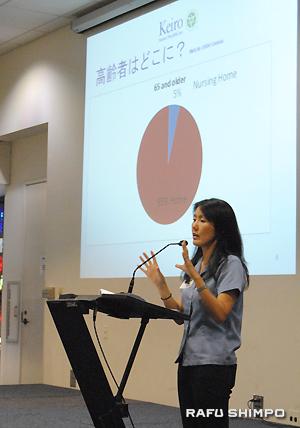 長期介護について説明する敬老シニアヘルスケアの草野可奈子さん