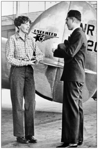 Rafu Shimpo reporter interviews Amelia Earhart. (Rafu photo archives/Iwata family collection)