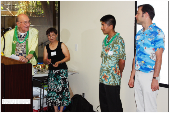 Phil Infelise (left) speaks to incoming members of the Japanese American Optimist Club of Los Angeles at their installation in September 2013. (GWEN MURANAKA/Rafu Shimpo)