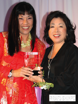 Anne Namba receives the Pacific Pioneer Award from Nancy Matsui.