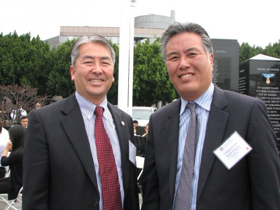 Assemblymember Al Muratsuchi and Rep. Mark Takano attended the celebration of the Go For Broke Monument's 15th anniversary on June 7 in Little Tokyo. (J.K. YAMAMOTO/Rafu Shimpo)
