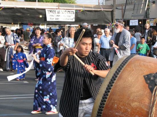 Taiko and ondo dancing at last year's VJCC Summer Festival. (J.K. YAMAMOTO/Rafu Shimpo)