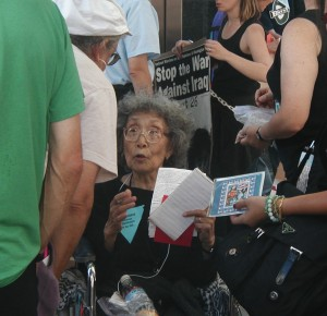 Yuri Kochiyama at an anti-war rally in San Francisco in 2002. (Photo by J.K. Yamamoto)