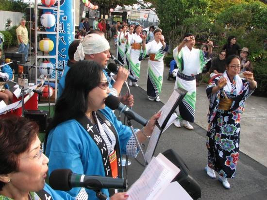 San Jose's Chidori Band performs at Buddhist Temple of Alameda's 2013 Obon Festival. (J.K. YAMAMOTO/Rafu Shimpo)