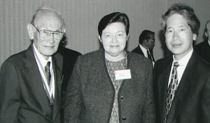 Fred Korematsu with U.S. District Judge Marilyn Hall Patel, who vacated his wartime conviction, and Don Tamaki, a member of his legal team. (Hokubei Mainichi)