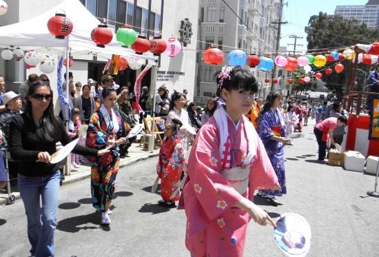 Obon dancers at BCSF's 2012 Ginza Bazaar. (J.K. YAMAMOTO/Rafu Shimpo)