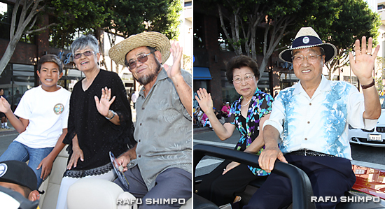 グランドパレードで手を振る西元和彦、美代子さん夫妻。左は、孫のダニエルくん(写真左)バート、忍・イノウエさん夫妻(同右)