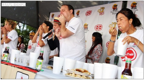 "Joey Chestnut and Matt ""the Megatoad"" Stonie compete in the 2013 Day-Lee Foods World Gyoza Eating Championship. (MARIO G. REYES/Rafu Shimpo)"