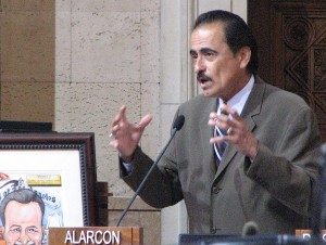 Shortly before leaving office, City Councilmember Richard Alarcon speaks about Tuna Canyon Detention Center at a council meeting. (J.K. YAMAMOTO/Rafu Shimpo)