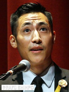 Ryan Kochiyama speaks on behalf of Yuri Kochiyama's grandchildren. (MARIO G. REYES/Rafu Shimpo)