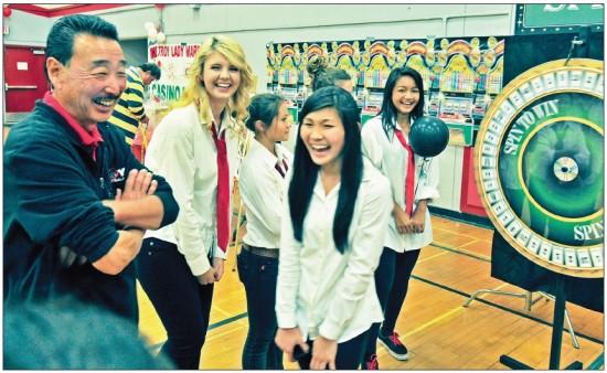 Steve Yano shares a laugh with Tory High School basketball players during a 2011 team fundraiser. (Photo courtesy Susan Yano)