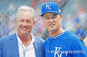 Bench coach Don Wakamatsu, right, meets with Royals legend George Brett.