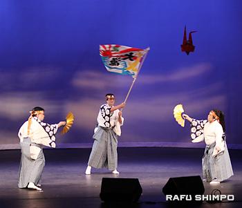 和歌山県人会の「寿の会」による郷土民謡「上げ潮太鼓」