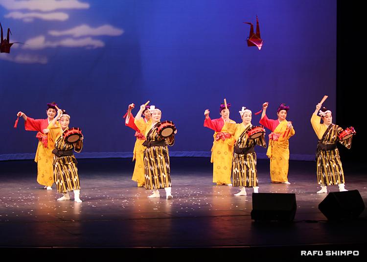 沖縄県人会の宮城能松社中による沖縄舞踊「野原遊び」