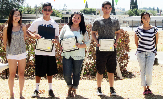 Nanka Shiga Club scholarship awardees.