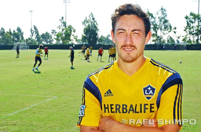 """To play in a place like L.A. – it doesn't get any better,"" said midfielder Stefan Ishizaki during the L.A. Galaxy's Oct. 30 practice session at the StubHub Center in Carson. (MIKEY HIRANO CULROSS/Rafu Shimpo)"