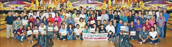 Participants gather at the Nanka Kenjinkai Kyogikai's eighth annual bowling tournament on Nov. 9 at AMF Bowl-O-Dome in Torrance. (Photo by Richard Fukuhara)