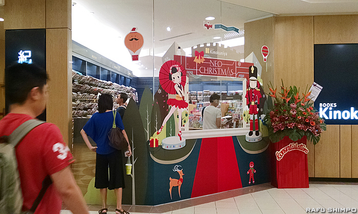 リニューアルした紀伊國屋オープニングの日。シンガポールの中心街オーチャードにある日本の百貨店タカシマヤと同じビルの中にある
