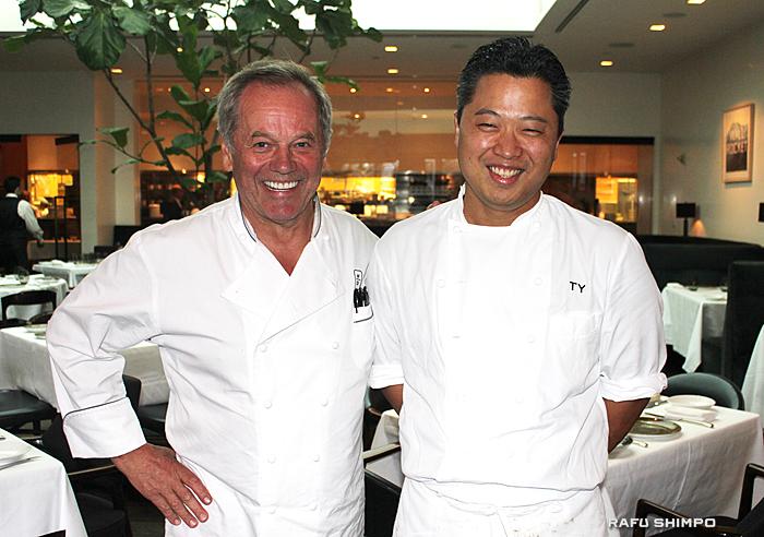 カリフォルニア料理の先駆者ウルフギャング・パック氏(左)と矢作さん。親子のように仲が良く、パック氏からは絶大な信頼を得る