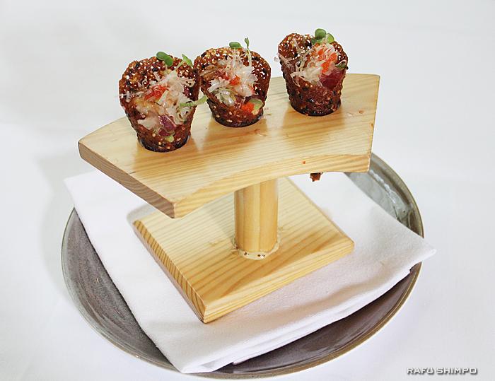 和の要素がつまった「スパゴ」定番の一品。ツナのタルタル、味噌とごまコーンカップ