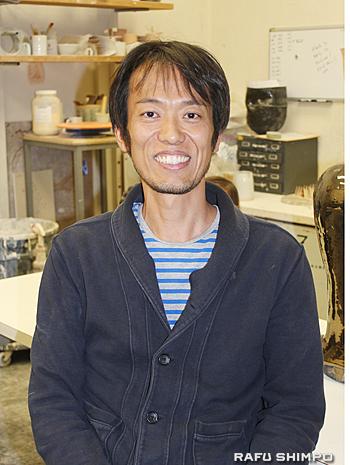CSUフラトン校の美術学部で陶芸と彫刻を教える西河原展人教授