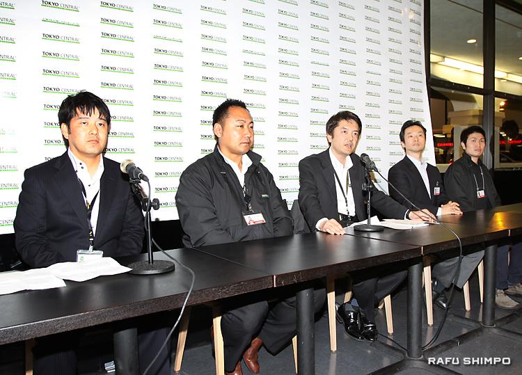 22日、記者会見を開き、「トウキョウ・セントラル」1号店について説明を行う関口憲司社長(中央)