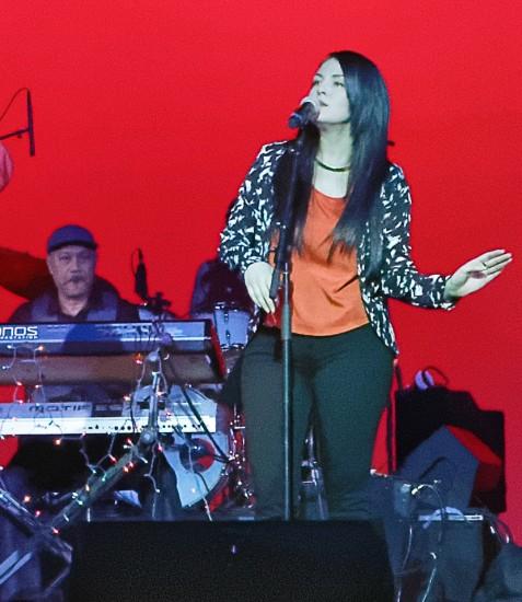 Hiroshima's Kimo Cornwell and guest vocalist Yvette Nii. (Photo by Ken Yamada Fong)