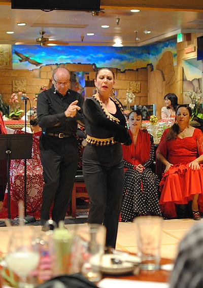生粋フラメンコ、パコ&ヨランダ・アロヨ夫妻の卓越したダンス