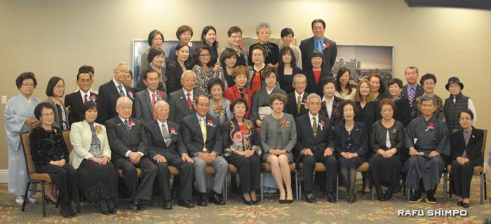 2015年度新年親睦会に集まった南加日系婦人会会員と来賓