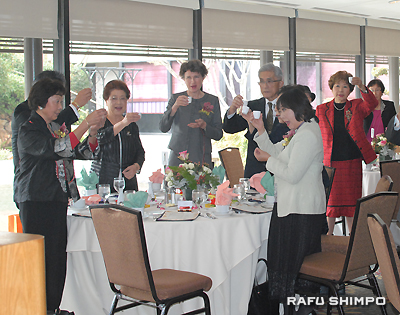 Participants raised their glasses for kanpai.