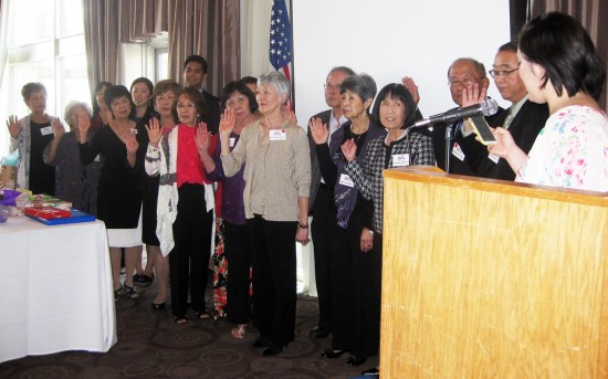 JACL PSW Director Stephanie Nitahara installed the 2015 chapter board.