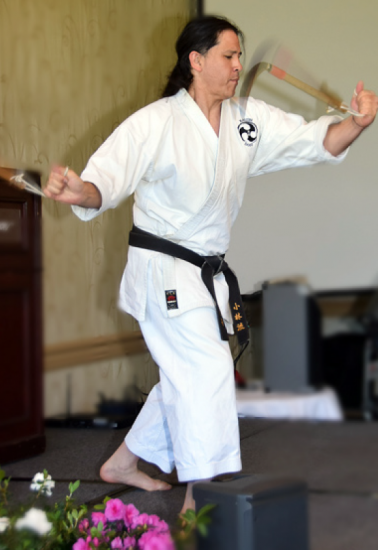 Karate sensei William Ford entertained the Shinnenkai audience with his lightning-speed performance with two Japanese farmer sickles.