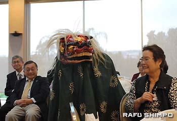 LA祭り太鼓グループによる獅子舞